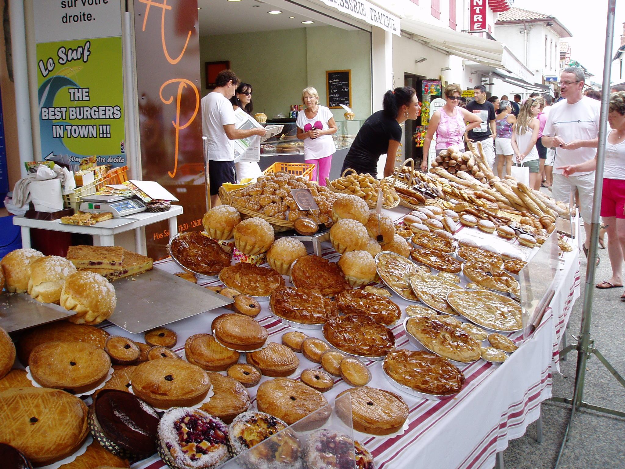 Bakkerij in Vieux-Boucau-les-Bains, Frankrijk, heeft zijn waar buiten staan