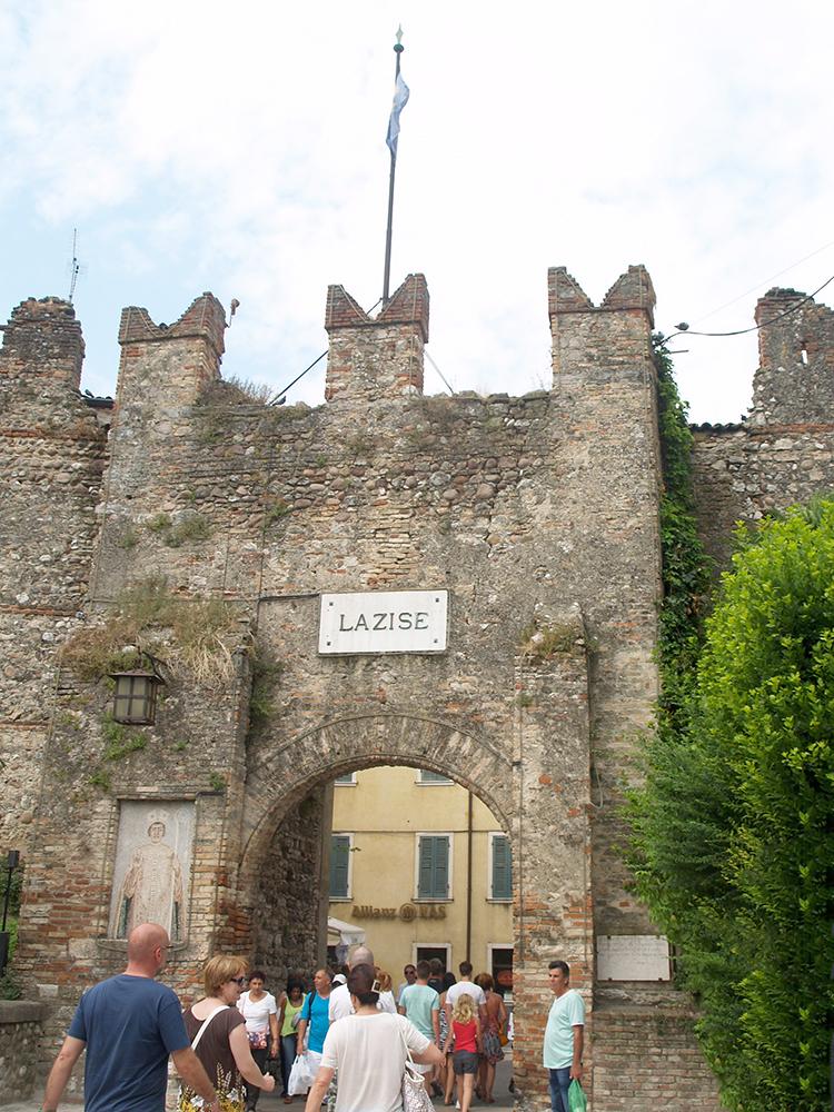 stadsmuur van Lazise aan het Gardameer