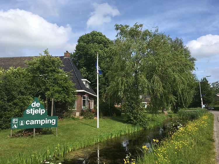 aangezicht van camping de stjelp in oudega