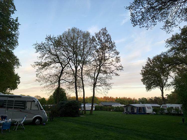 avond valt over camping Noetselerberg in Nijverdal