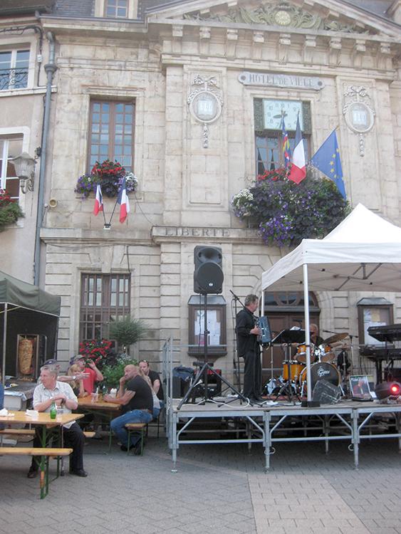 avondmarkt in Arnay le Duc 1