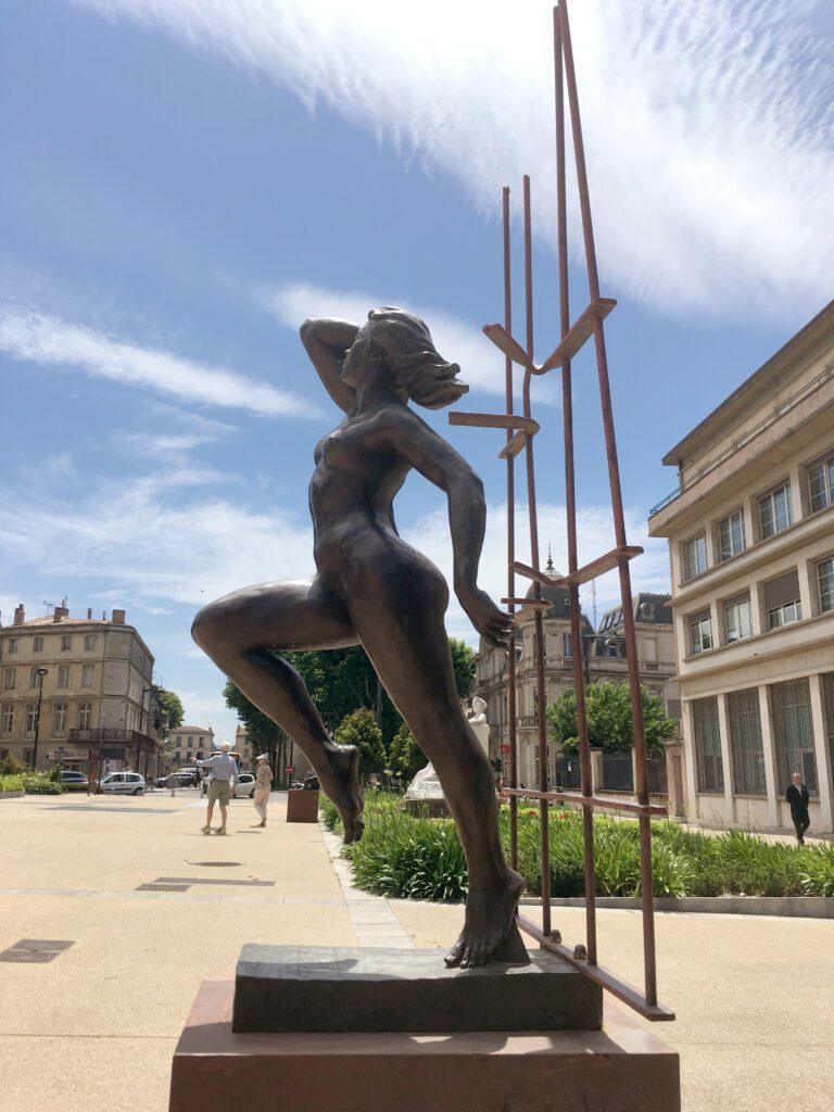 beeldhouwwerk in carcassonne nieuwe stad