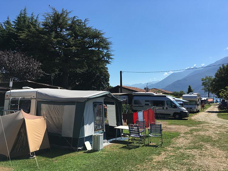 kampeerplek op camping north wind in domaso