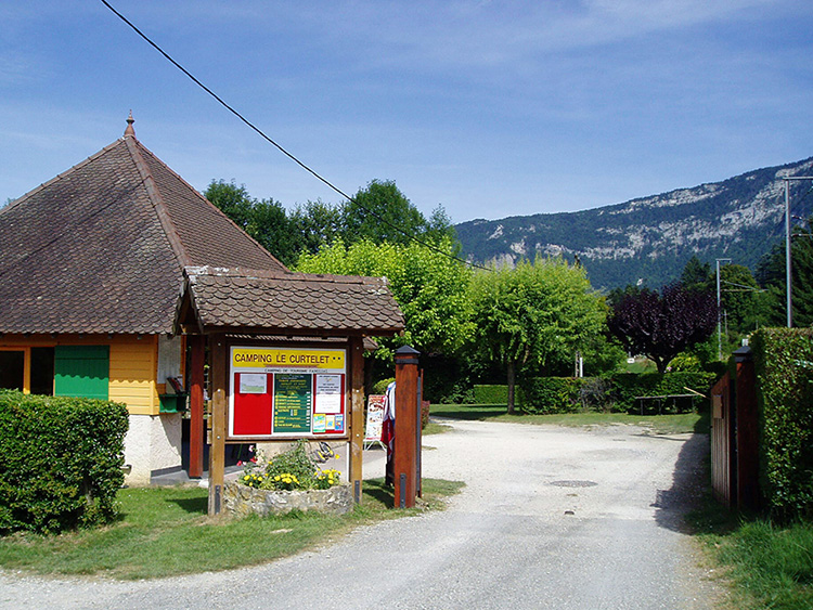 ingang van camping le curtelet in lepin le lac