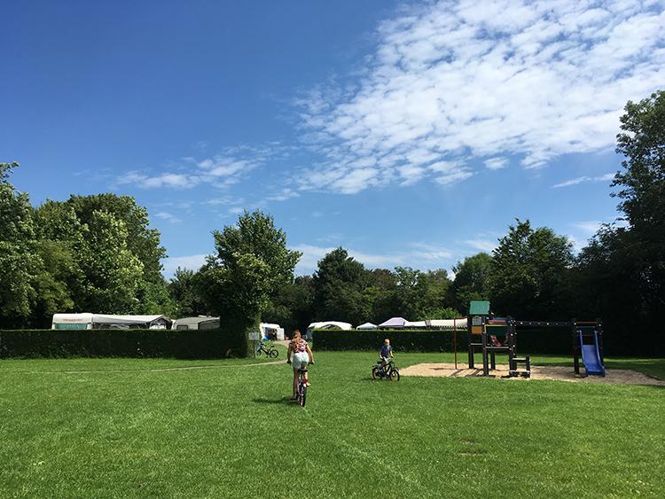 speeltuin en kampeerveld camping Everstein