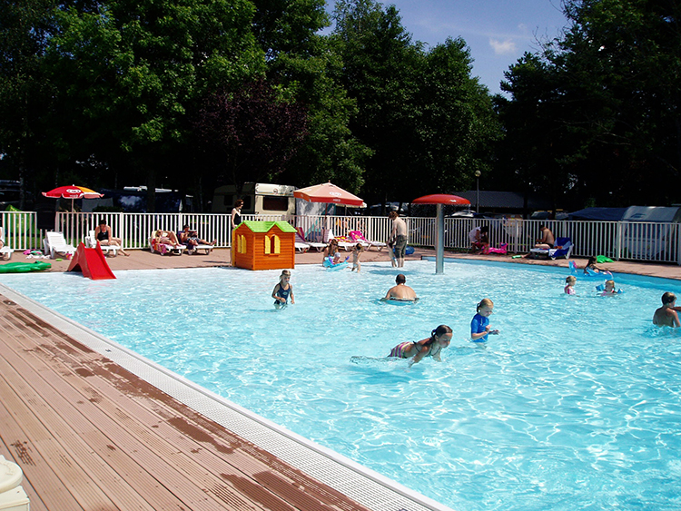 Arnay le Duc camping en zwembad