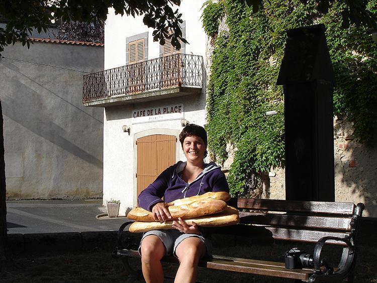 gonny bakker in de auvergne brood halen bij de bakker