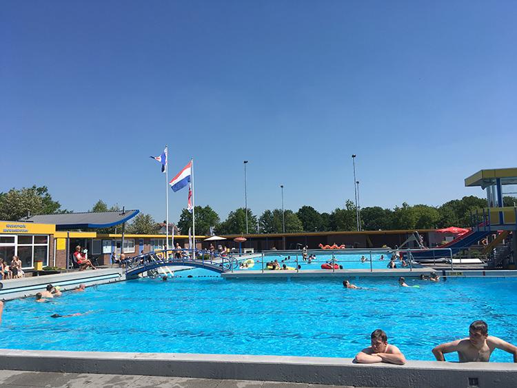 meerdere zwembaden van openluchtzwembad mounewetter