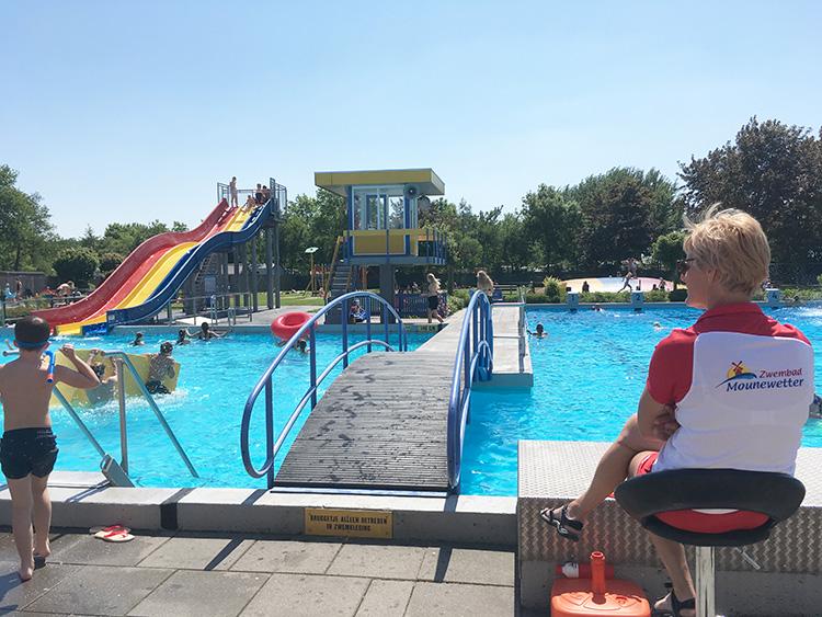 zwembad mounewetter glijbanen