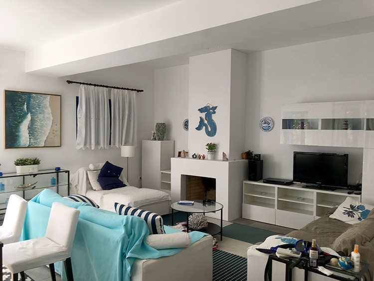 huiskamer van Villa Aleni op het eiland Aegina
