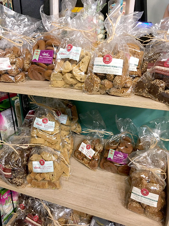 verschillende koekjes van Mourtzis Aegina Stad