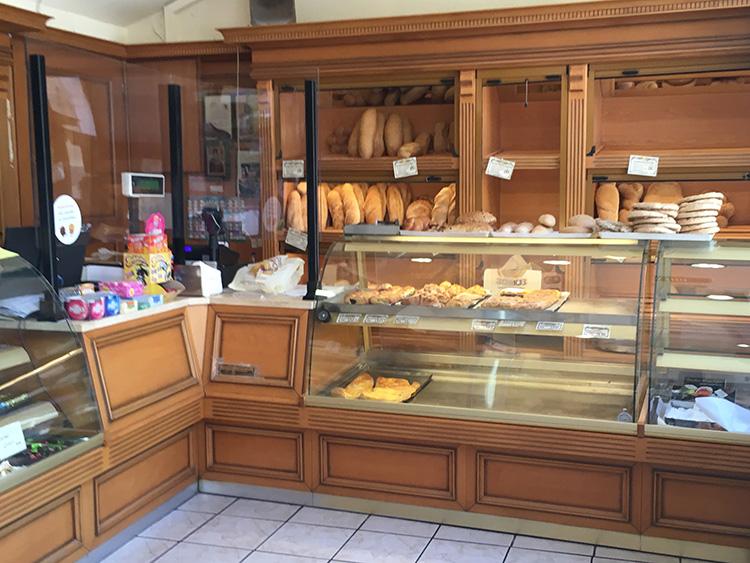 de winkel van bakkerij SORROS Aegina