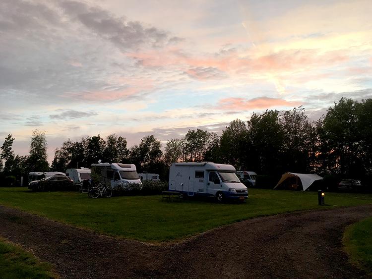 camping de Jerden in avondlicht sloten